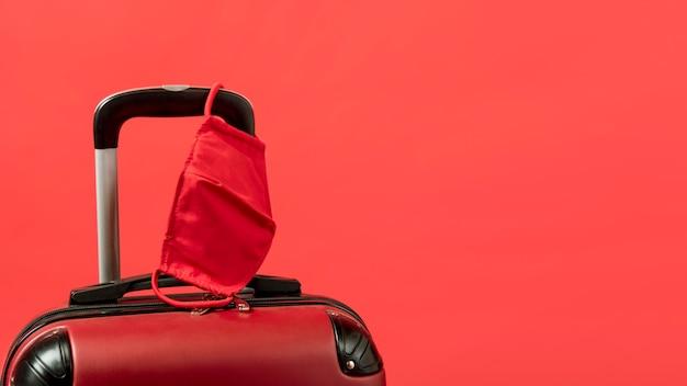 Acordo com bagagem e cópia-espaço Foto gratuita