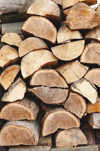 Acordo com madeira cortada para aquecimento Foto gratuita