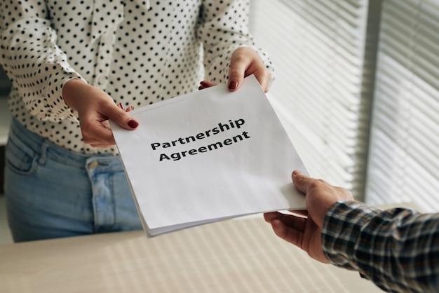 Acordo de parceria Foto gratuita