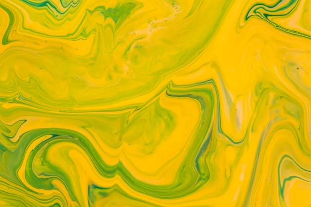 Acrílico líquido amarelo para pintura Foto gratuita