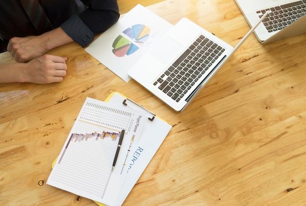 Administração de resultados de retorno de renda de investimento Foto gratuita