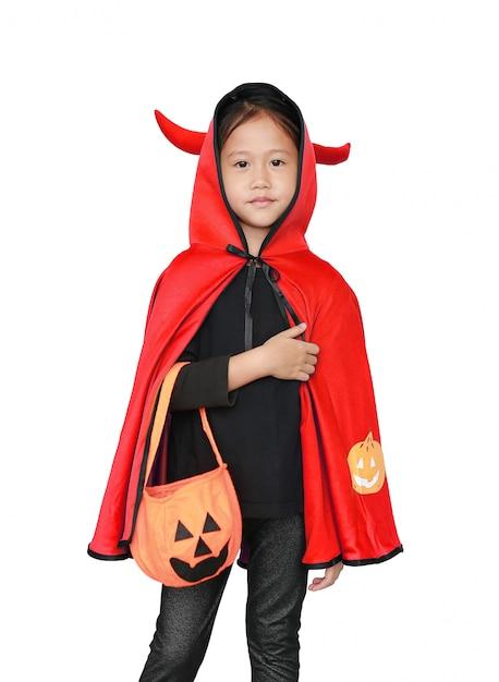 Adorável menina vestida com fantasia de halloween Foto Premium