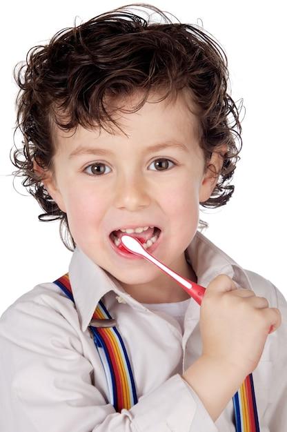Adorável menino limpando os dentes Foto Premium