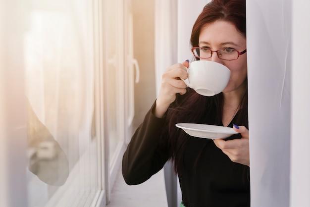 Advogado tomando um café Foto gratuita