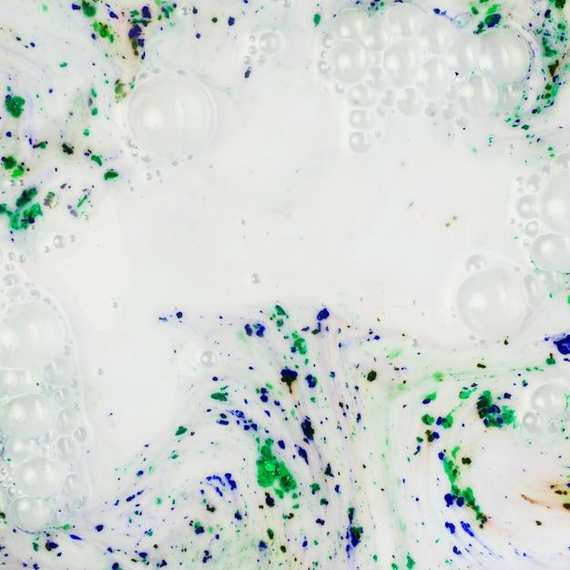 Água clara pintada colorida Foto gratuita