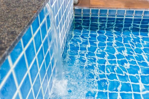 Água da piscina. verão. Foto Premium