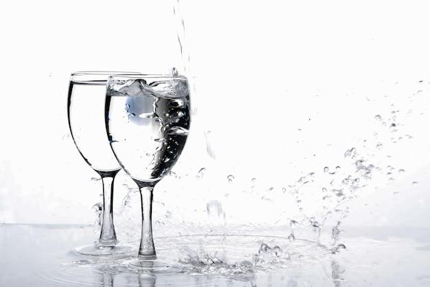 Água no copo de vinho Foto Premium