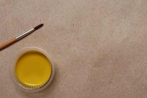 Aguarela amarela pronta para uso Foto Premium