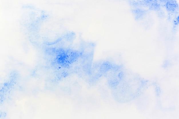 Aguarela azul espalhada no papel Foto gratuita