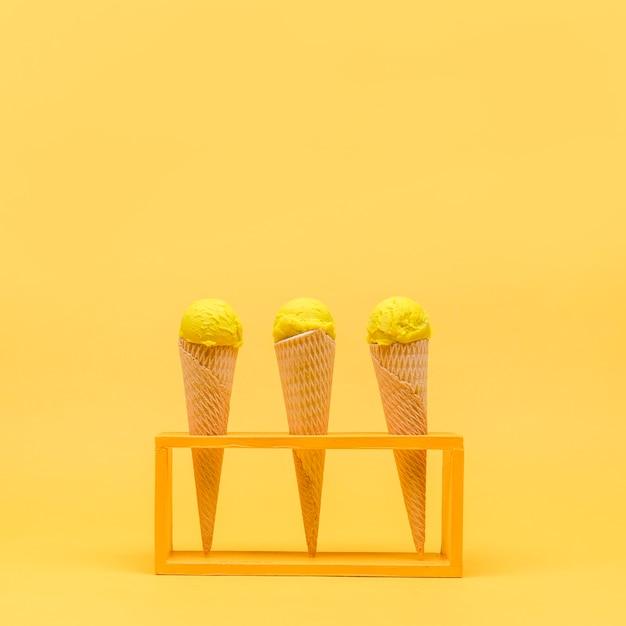Ainda vida amarela de sorvete Foto gratuita