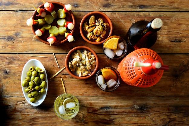 Ainda vida de lanche típico espanhol e italiano Foto Premium
