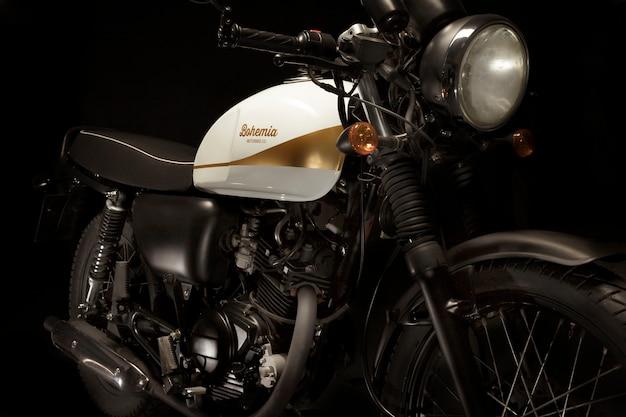 Ainda vida de moto de estilo racer café Foto gratuita