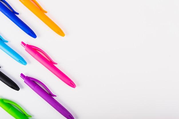 Alças com corpo colorido Foto gratuita
