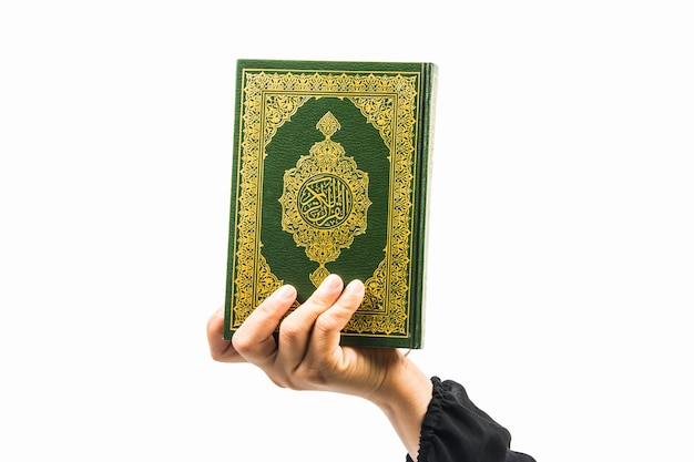 Alcorão - livro sagrado dos muçulmanos (item público de todos os muçulmanos) Foto Premium