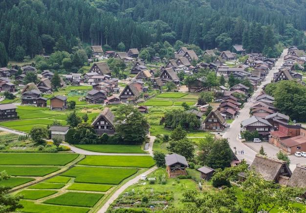 Aldeia histórica de shirakawa-go no verão Foto Premium