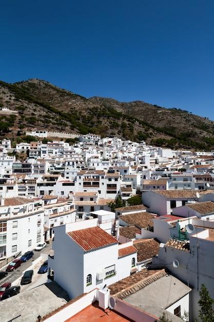 Aldeias brancas espanholas típicas da andaluzia Foto Premium