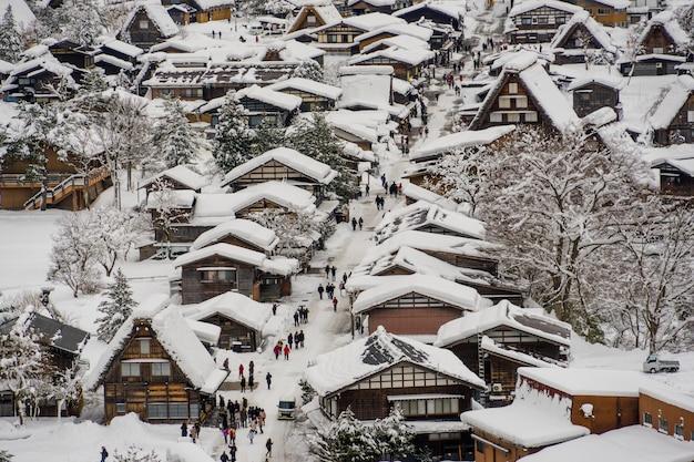 Aldeias históricas de shirakawa-go e gokayama na temporada de inverno Foto Premium
