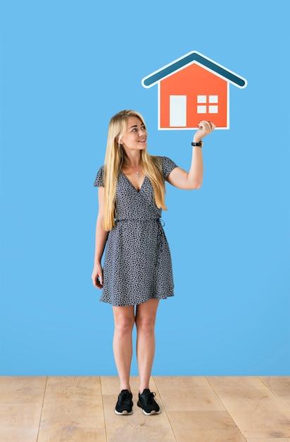 Alegre, mulher segura, um, casa, ícone Foto gratuita