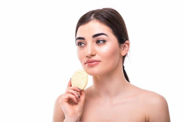 Algodão almofada mulher cosméticos conceito clen pele maquiagem beleza rosto isolado Foto gratuita