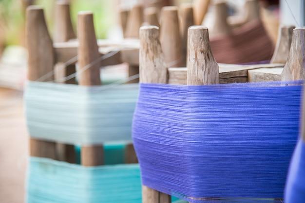 Algodão procedimento de fabricação de tecelagem de seda tailandesa. Foto Premium