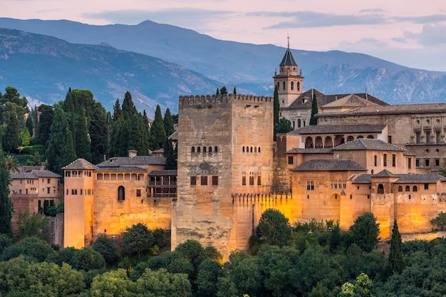 Alhambra de granada durante o tempo do sol, espanha Foto Premium