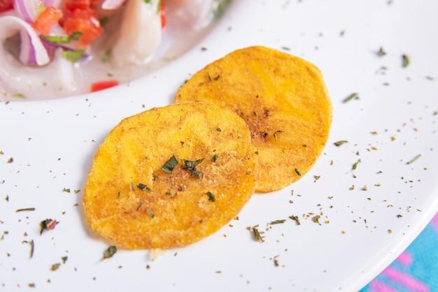 Alho frito fatiado, delicioso Foto gratuita