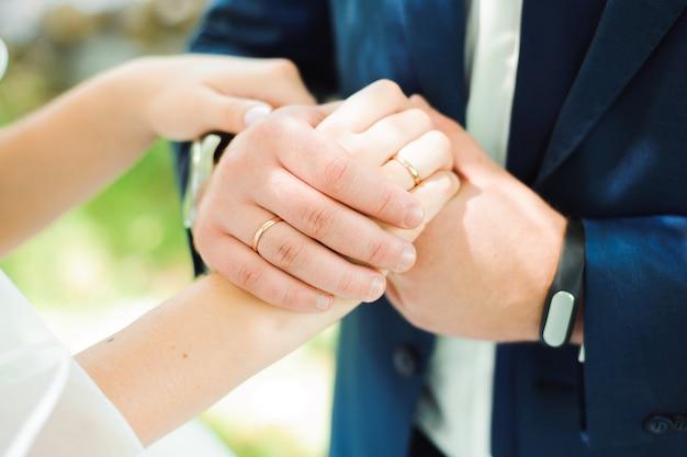 Alianças de casamento como um símbolo Foto Premium