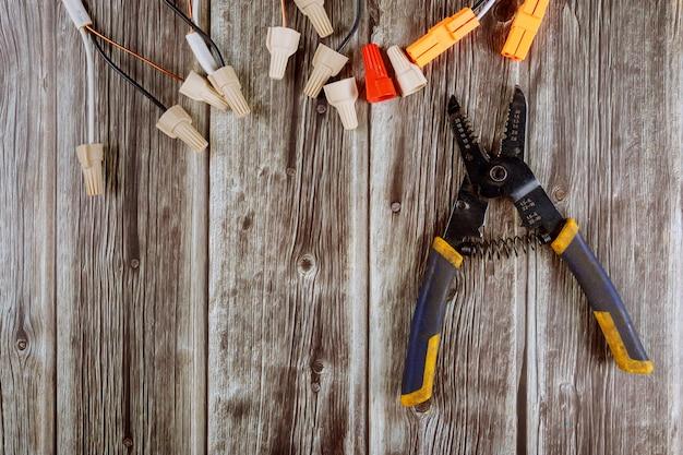 Alicates para ferramentas de eletricista, cortador de cabos e alicates, conectores Foto Premium