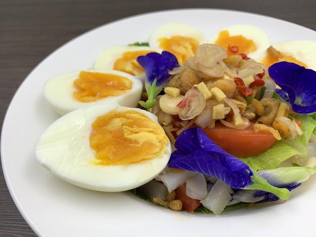 Alimentos cetogênicos que menos carboidratos e sem açúcar, mas muito gordos. Foto Premium