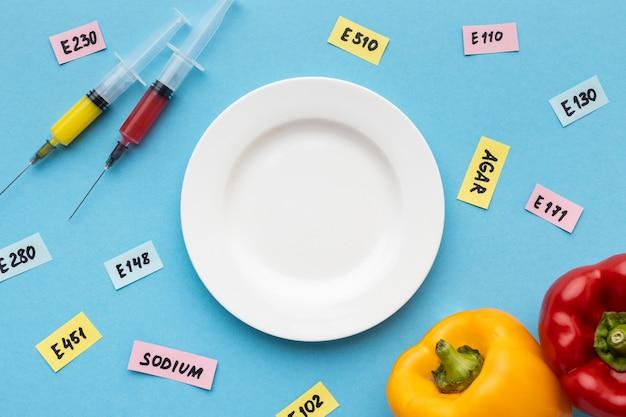Alimentos modificados ogm injetados em laboratório Foto gratuita