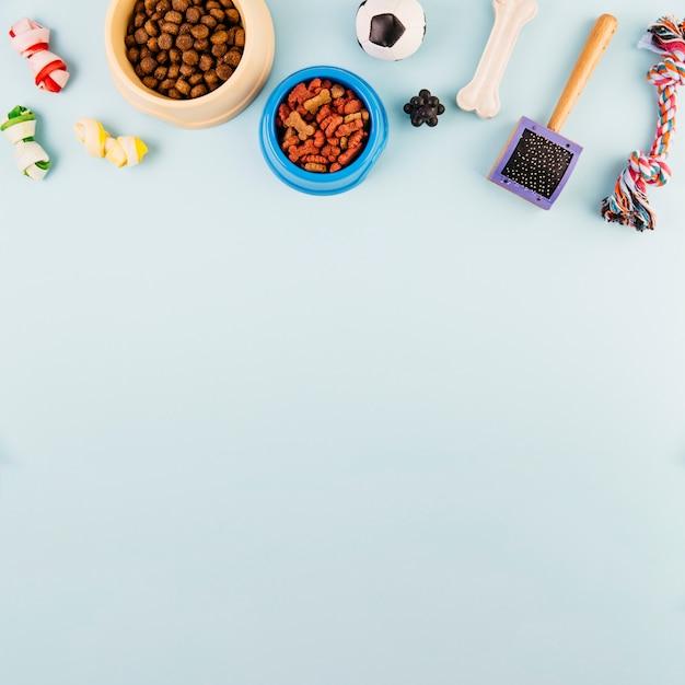 Alimentos para animais e produtos para cuidados Foto gratuita
