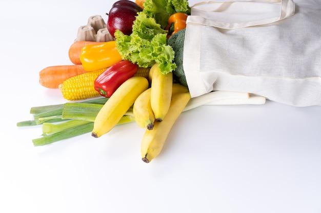 Alimentos saudáveis frutas e vegetais em supermercado conceito de compras de supermercado Foto Premium