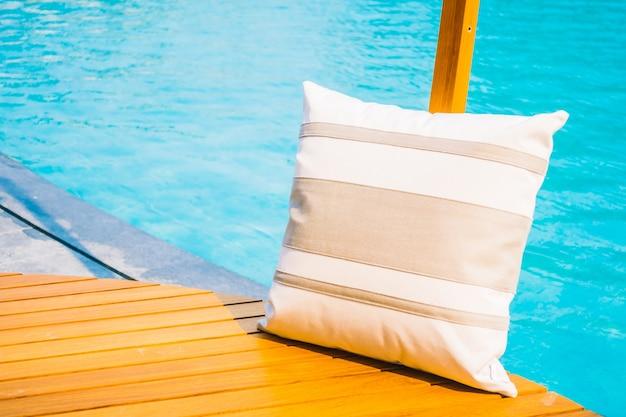 Almofada com piscina baixar fotos gratuitas for Piscina gratuita