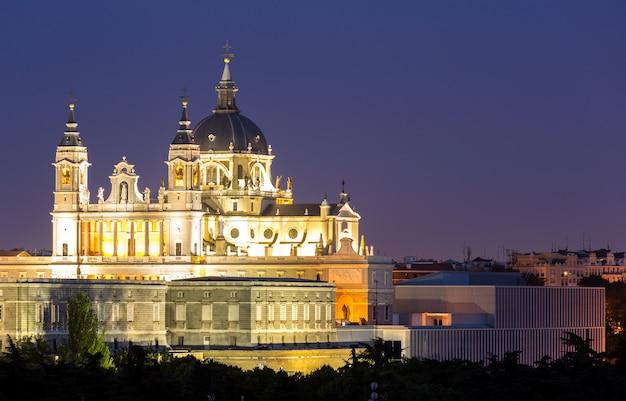 Almudena cathedral madrid Foto Premium