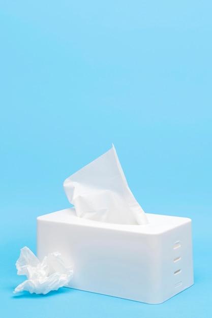 Alto ângulo de caixa de tecidos com espaço para texto Foto Premium