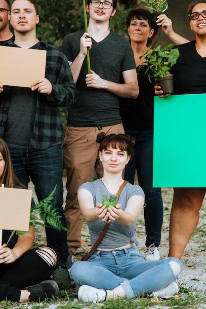 Ambientalistas protestando pelo meio ambiente Foto Premium