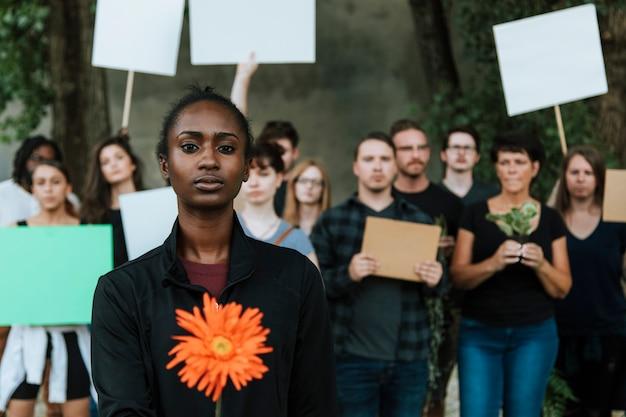 Ambientalistas zangados protestando pelo meio ambiente Foto Premium