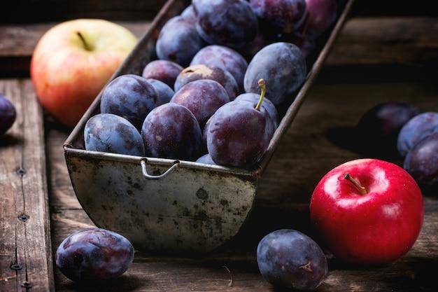 Ameixas e maçãs Foto Premium
