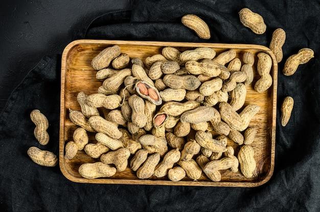Amendoim cru sem casca no espaço da cópia da casca, amendoim orgânico, a vista de cima   Foto Premium