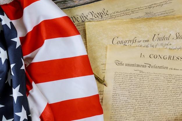 American flag nós, o povo e preâmbulo da constituição da declaração de independência dos estados unidos Foto Premium