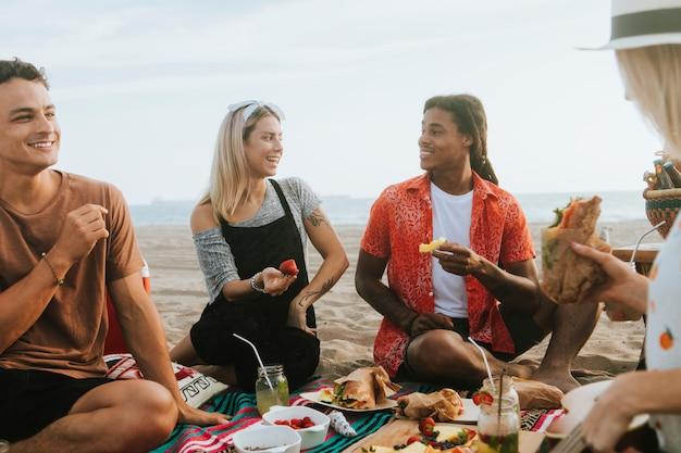 Amigos, relaxante, praia Foto Premium