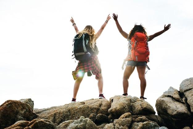 Amigos viajando juntos Foto gratuita