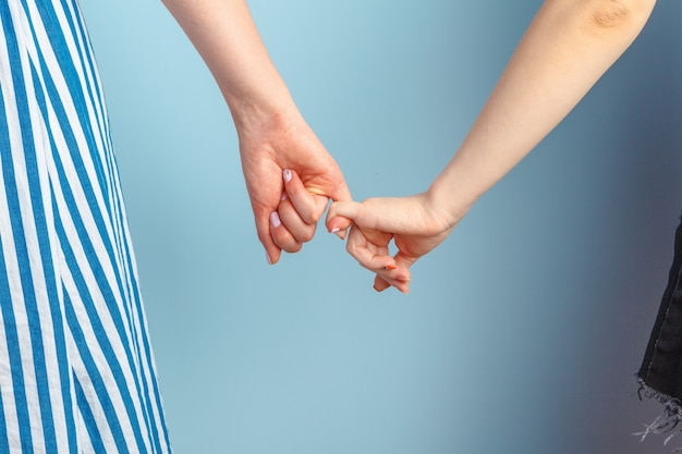 Amor gay e casamento. close-up do feliz casal de lésbicas Foto Premium