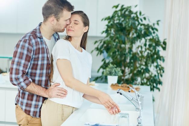 Amor na cozinha Foto gratuita