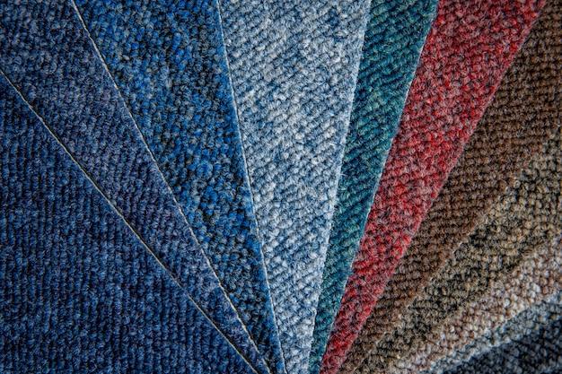 Amostras de carpetes multicoloridas em detalhes, plano de fundo e papel de parede Foto Premium