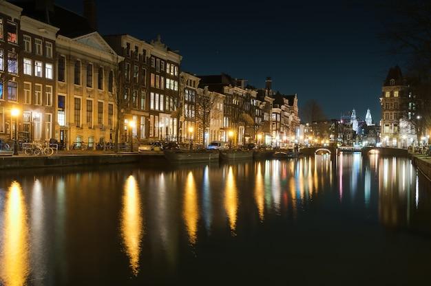 Amsterdam traditional house, armazéns antigos. países baixos Foto Premium
