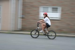 Andar de bicicleta, rápido Foto gratuita