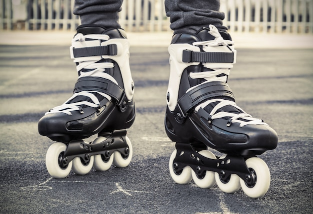 Ande de patins para patinar. foto tonificada Foto Premium