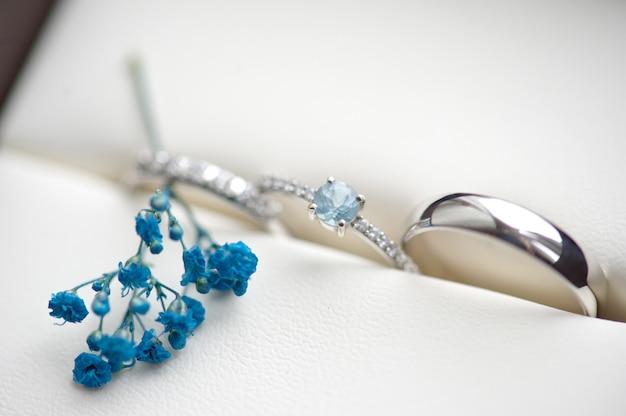 Anéis de casamento para noivado da noiva e do noivo Foto Premium