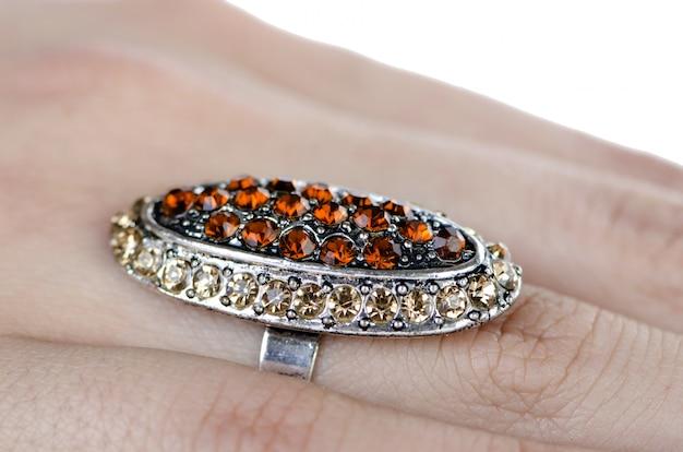 Anel de joias isolado no branco Foto Premium